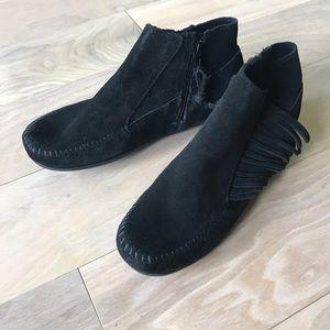 Minnetonka Black Suede Fringe Ankle Moccasins 7.5